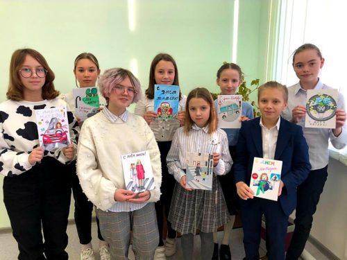 В Орехово-Зуеве сотрудники Госавтоинспекции поздравили представительниц прекрасного пола с Днем матери
